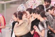 组图:杭州女孩吕晶晶获颁亚姐桂冠全过程
