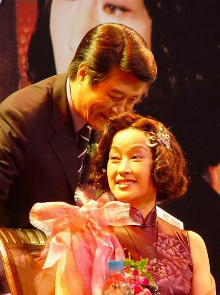"""图文:""""金大班""""上海登场刘晓庆排话剧(2)"""