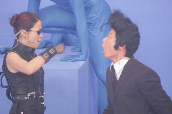 图文:香港无线台庆--嘉宾现场搞笑表演(15)