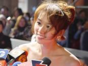 组图:林志玲身着低胸红色长裙踏上红地毯