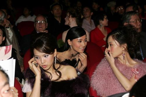图文:2004莱卡风尚颁奖大典现场-伊能静