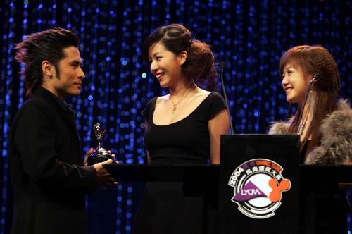 图文:2004莱卡风尚颁奖大典现场-黄征