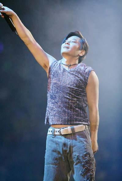 图文:王杰北京演唱会打造浪漫怀旧夜(6)