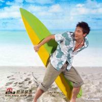 """组图:许志安试穿多款服装""""沙滩""""边演绎浪漫"""