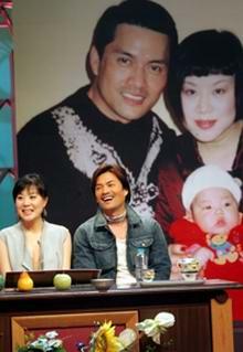 组图:十大快乐明星家庭评选--吕良伟和太太