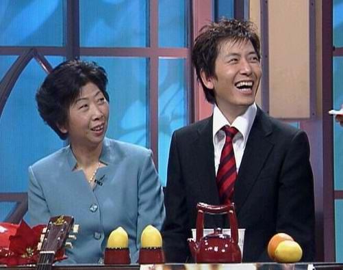 组图:十大快乐明星家庭评选--戴军和妈妈