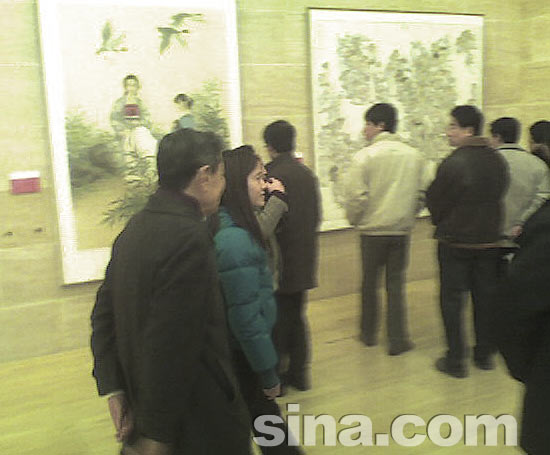 图文:杨振宁与未婚妻翁帆亮相中国美术馆(3)