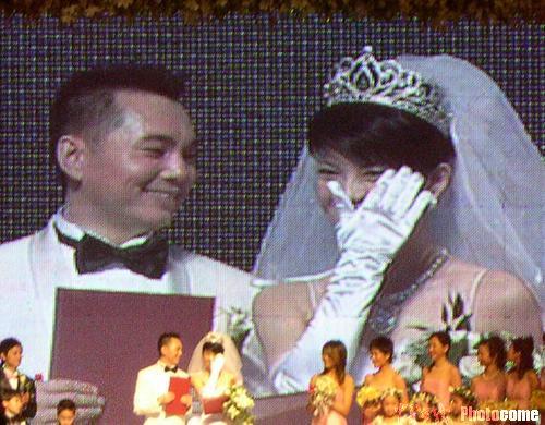 图文:李湘激动落泪新郎李厚霖笑看娇妻