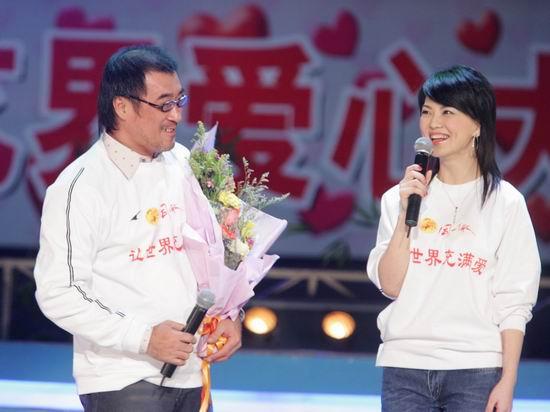 图文:李宗盛出席赈灾义演群星献出爱心