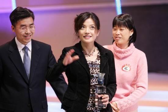 组图:赵薇满脸笑意感谢网友的大力支持