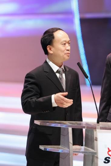 图文:《南方周末》副总编辑向熹上台颁奖