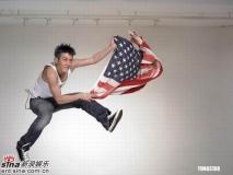 组图:陈冠希拍广告收获不菲展现年轻活力一面