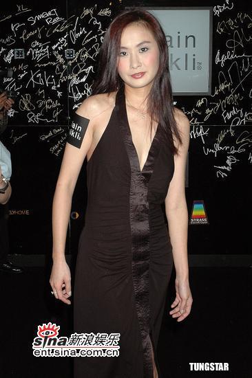 图文:刘嘉玲穿着密实与关之琳出席时尚活动(7)