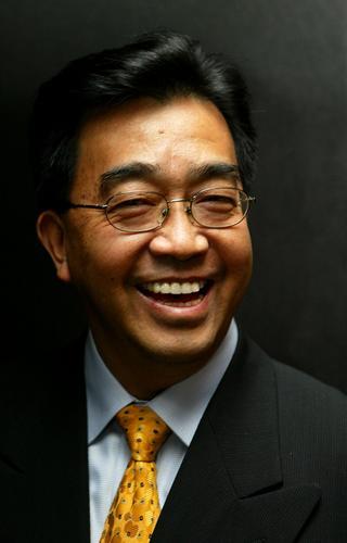 资料图片:导演陈逸飞人已去笑容依旧(5)