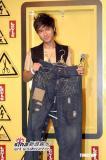 组图:吴彦祖古巨基范晓萱出席活动秀个性服装