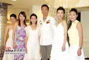 组图:2005年度香港小姐竞选海外佳丽拍外景