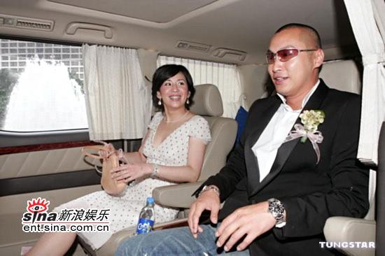 图文:杜汶泽结婚伴郎刘德华黄秋生等共迎新娘(18)