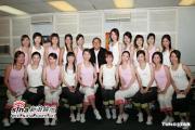 组图:曾志伟同香港小姐二十位候选佳丽做义工