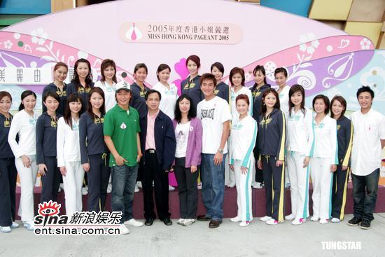 图文:2005年度香港小姐外景拍摄拜神仪式(9)