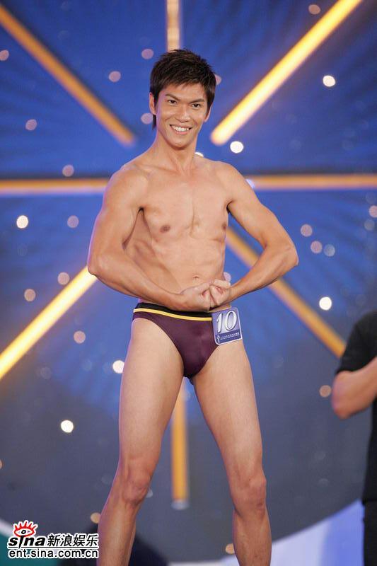 图文:选手泳装示人凸显肌肉现场尖叫连连(8)