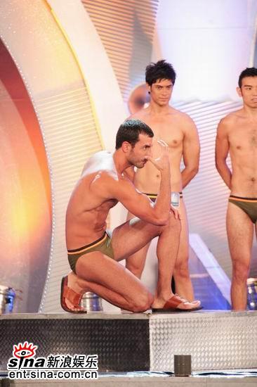 图文:亚洲先生泳装出场展示结识肌肉现场轰动(16)