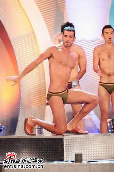 图文:亚洲先生泳装出场展示结实肌肉现场轰动(19)