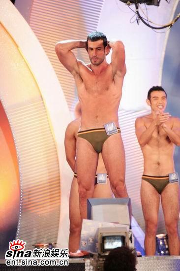图文:亚洲先生泳装出场展示结实肌肉现场轰动(22)