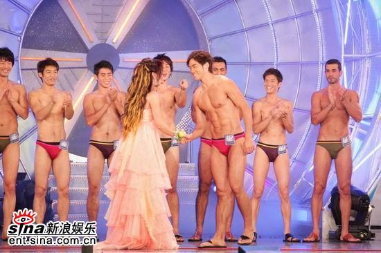 图文:亚洲先生泳装出场展示结实肌肉现场轰动(26)