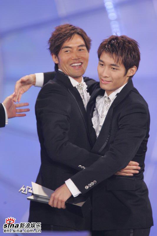 组图:亚洲先生奖项逐个揭晓参赛者互相拥抱