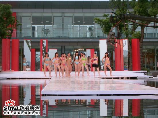 图文:星姐选举7月19日泳装展示--美腿展示