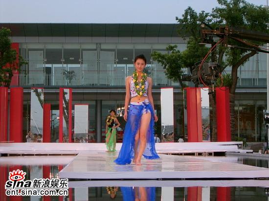 图文:星姐选举7月19日泳装展示--蓝色海洋