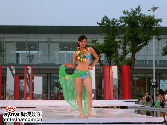 图文:星姐选举7月19日泳装展示--绿色青春