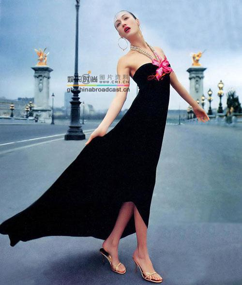 图文:女星夏日时尚凉鞋秀缤纷引领流行风--MaggieQ