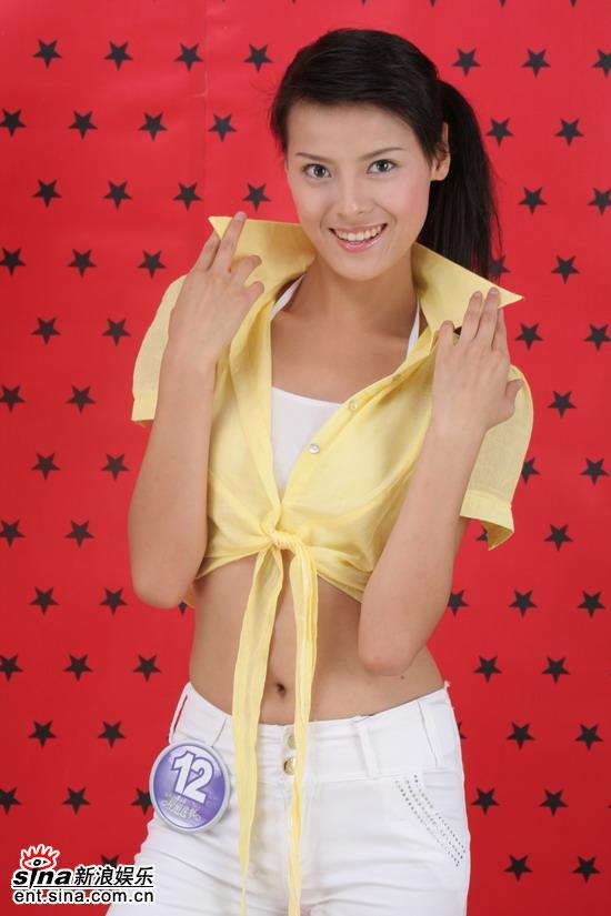 资料图片:准星姐黄色露脐装展现性感--王维湘