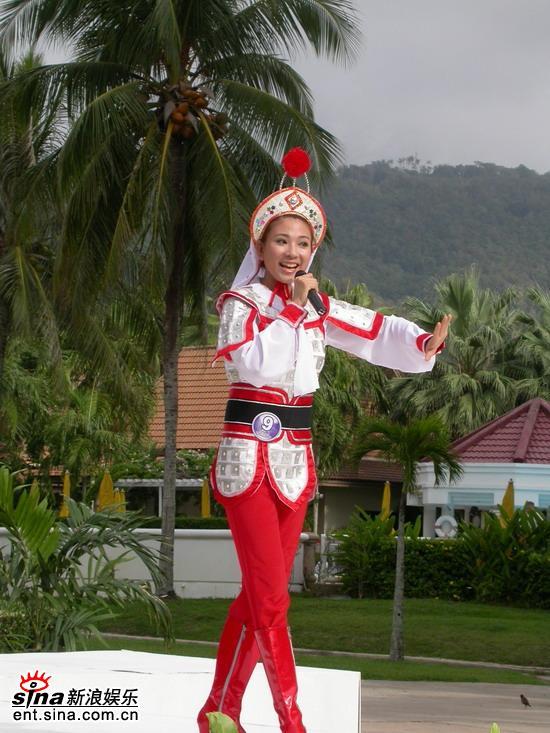 图文:星姐邓璐泰国性感可爱拍外景--才艺展示