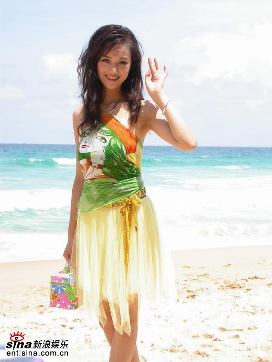 图文:星姐冯娟泰国性感可爱拍外景--海边倩影