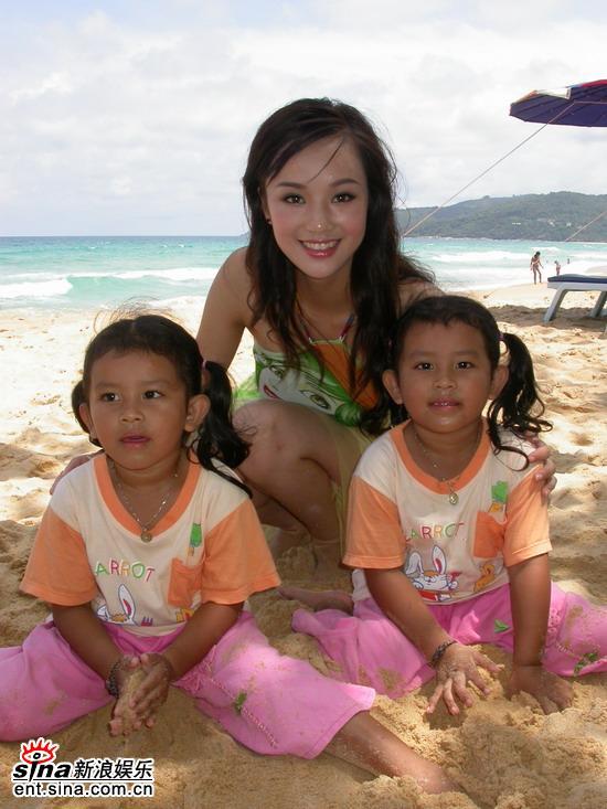 图文:冯娟泰国性感可爱拍摄-与泰国小朋友玩耍