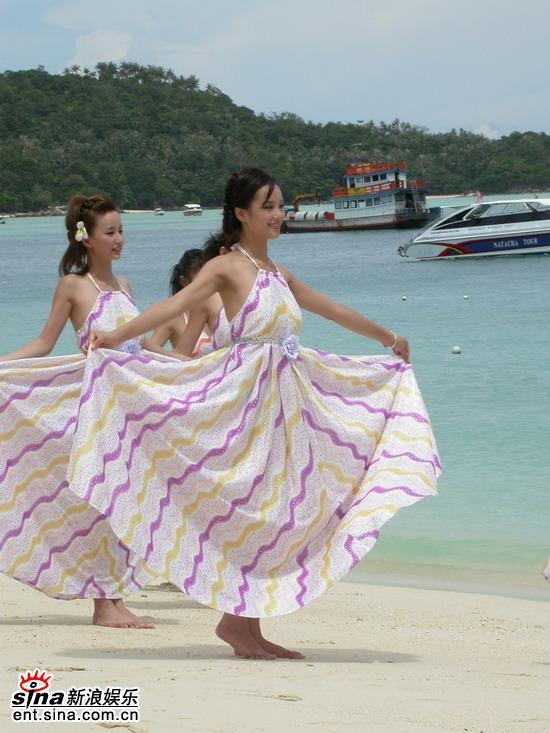 图文:星姐冯娟泰国性感可爱拍外景--美丽大方