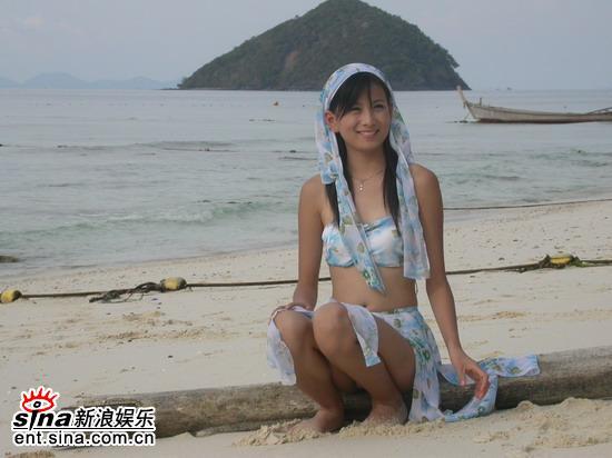 图文:唐嫣然泰国性感可爱拍外景--海边展风情