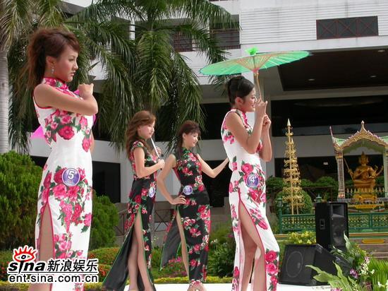 图文:星姐泰国拍摄外景亲善奖拉票现场旗袍秀