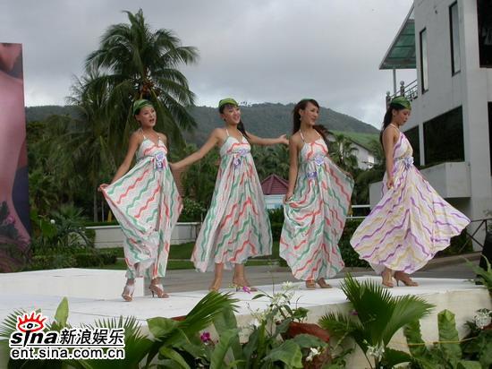 图文:准星姐赴泰国拍摄外景星姐舞蹈展示