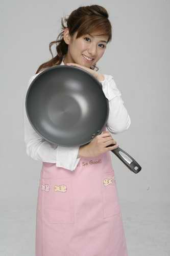 黄奕洗手做羹汤调皮女厨房中大展厨艺