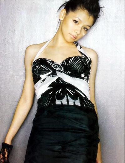 4月20日最美女星:徐若�u写真黑色魅惑电力十足