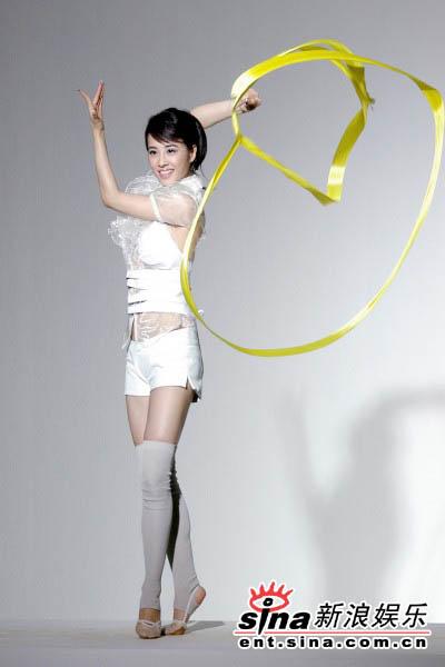 4月24日最美女星:蔡依林手执3尺彩带扮舞娘