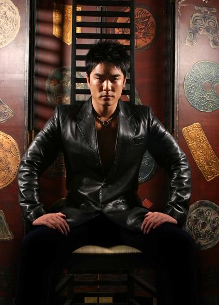 5月17日最酷男星:黄家诺夏日写真尽现铁汉柔情