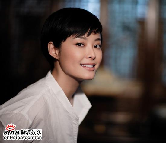 6月5日最美女星:袁立清新写真展现成熟风韵