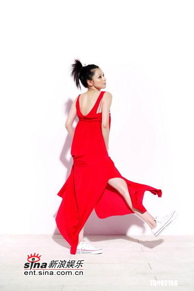 6月7日最美女星:徐若�u玉腿光洁白滑送清凉