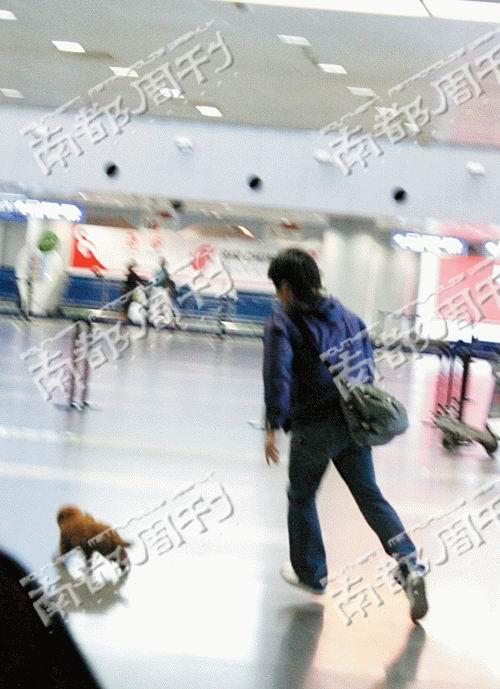 南都周刊:李金羽孙宁复合机场上演温馨接送