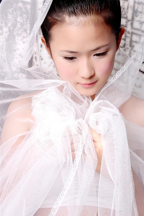 资料图片:青春新秀场之服饰大比拼-千年老妖