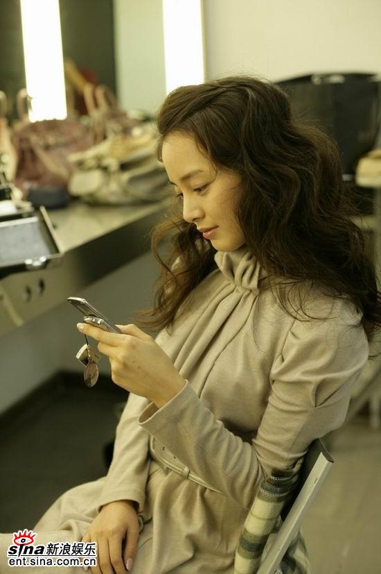 1月30美女星:美女金泰熙卷发写真时尚娇媚